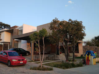 Itech Kali Industrial style houses Concrete