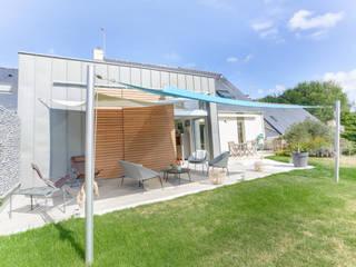 INTERIEUR / EXTERIEUR a2 ARCHITECTURE Balcon, Veranda & Terrasse modernes
