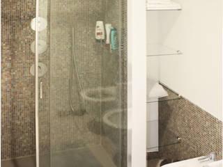 Appartamento a Milano Bagno moderno di studio di progettazione architetto caterina martini Moderno