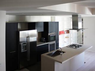 Appartamento a Milano Finestre & Porte in stile moderno di studio di progettazione architetto caterina martini Moderno