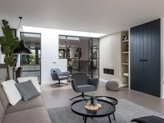 Interieuradvies jaren 30 woning Heiloo Moderne woonkamers van Lifs interieuradvies & styling Modern