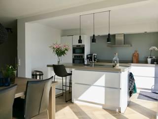 Woonhuis Oudorp Moderne keukens van Lifs interieuradvies & styling Modern
