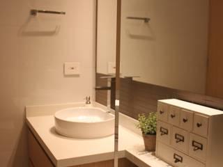 Salle de bain moderne par NATALIA JIMENEZ - INTERIOR DESIGN STUDIO Moderne