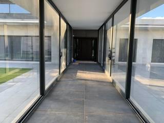 Modern corridor, hallway & stairs by ACRO ARQUITECTOS E INGENIEROS S.L.P. - EASYCTE Modern