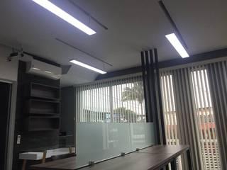 Empresa de monitoreo, oficinas Estudios y despachos modernos de GARAY ARQUITECTOS Moderno