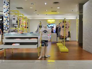 【台中新光三越 kenzo 專櫃】: 現代  by 衍相室內裝修設計有限公司, 現代風