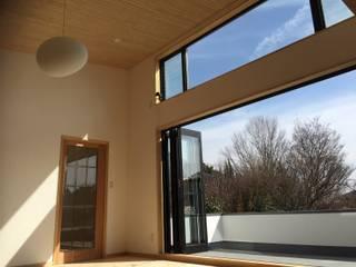 Scandinavian style living room by 株式会社高野設計工房 Scandinavian