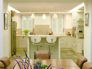 Refurbishment for newly retired couple Corylus Architects Ltd. Вбудовані кухні MDF