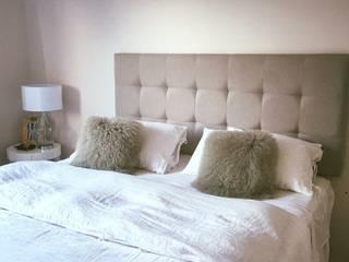 Dormitorios de estilo moderno de Kolore Moderno