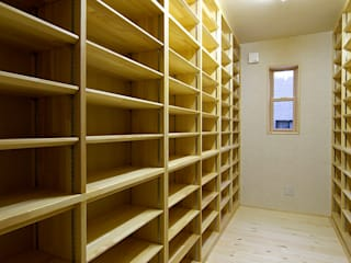 書庫: 空間工房株式会社が手掛けた折衷的なです。,オリジナル 木 木目調