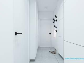 BED minimalizm w formie i kolorze :) Minimalistyczny korytarz, przedpokój i schody od mimtwardowscy Minimalistyczny