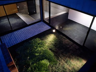 Eclectic style garden by 松井建築研究所 Eclectic