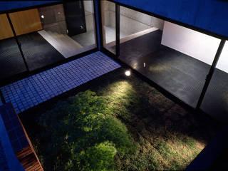 目黒の都市型住宅 松井建築研究所 オリジナルな 庭