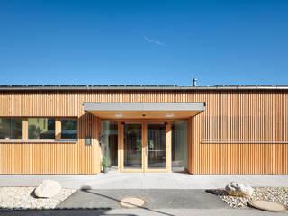 NGG - Natürlich Gemeinsam in Gänserndorf: modern  von illichmann-architecture,Modern