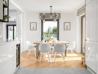 Dining room by Q2Design, Minimalist