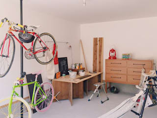ガレージでDIYを楽しむ家 の ELホーム/KURASU HOUSE インダストリアル