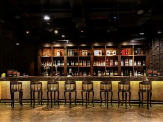 ARK BAR, BY COURTYARD MARRIOT:  Bars & clubs by Acmeview Interior Solutions,Asian