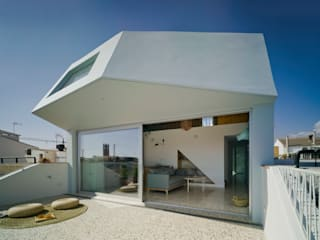Laura Ortín Arquitectura ระเบียง, นอกชาน กระจกและแก้ว Blue