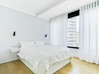 Laura Ortín Arquitectura Modern style bedroom Wood Grey