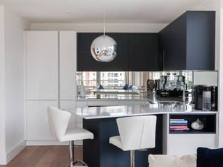 Modern open plan apartment kitchen de Kreativ Kitchens Moderno