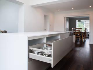 Modern open plan kitchen de Kreativ Kitchens Moderno