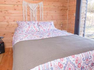 Dormitorios de estilo moderno de casa rural - Arquitectos en Coyhaique Moderno