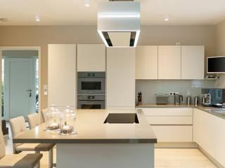 Moderne Küche mit Überraschungen von Küchen Zimmermann Modern