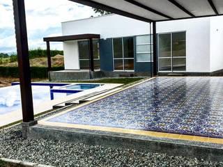 Casa campestre (Baldosín Rabo de gallo) SANTA ELENA BALDOSINES ARTESANALES S.A.S Balcones y terrazasAccesorios y decoración Azulejos