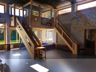 Spielebene Kindergarten von Schreinerei Der Holzwurm Herrmann Klassisch