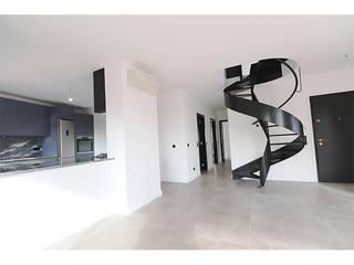 MILOBRAS - Empresa de Obras e Remodelação Ruang Keluarga Modern