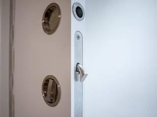 Grupo Inventia Puertas modernas Compuestos de madera y plástico Blanco