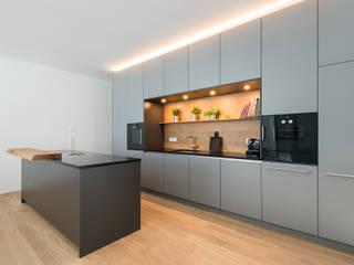 Graue Küche von Beer GmbH Modern