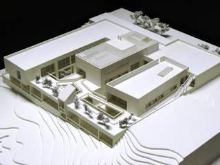 Centro de Salud Valparaiso en Toledo Paredes y suelos de estilo moderno de ag arquitectura sa Moderno