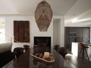 Modern dining room by R. Borja Alvarez. Arquitecto Modern
