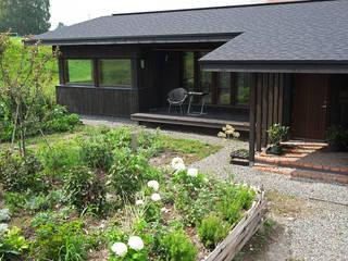 縁側と庭で広がる平屋 地産地消の素材あふれる家 の 家と草木のアトリエ hausgras ハウスグラス 和風