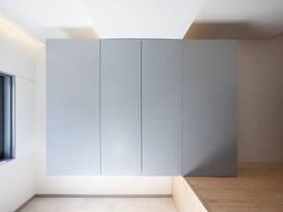 Casa JoLa Corredores, halls e escadas modernos por A2OFFICE Moderno