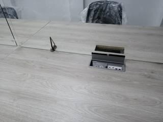 Mobiliario corporativo para OneScreen de .K-Design arquitectura y diseño interior Moderno