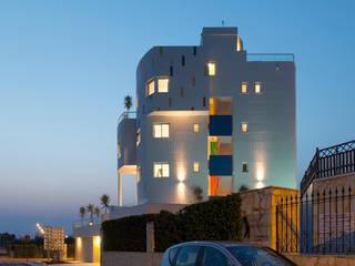 Barreres del Mundo Architects. Arquitectos e interioristas en Valencia. Multi-Family house Ceramic White