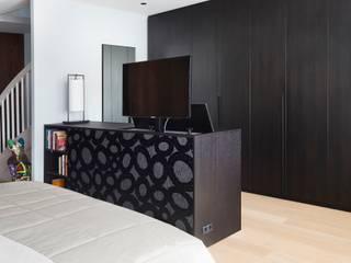 modern  by De Suite, Modern