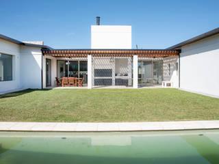 Jardines de estilo moderno de Asociados Moderno