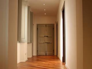 """Casa """"LUKE"""" Ingresso, Corridoio & Scale in stile moderno di Giorgio Gravina Moderno"""