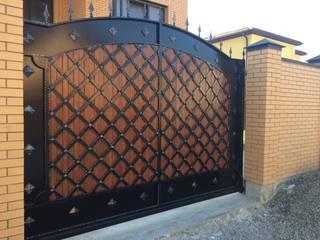 Portón de metal. de Forja para Casa Industrial