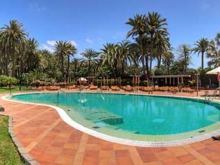 REFORMA HOTEL PALM BEACH | SEASIDE RÖ | ARQUITECTOS Piscinas de jardín Azulejos