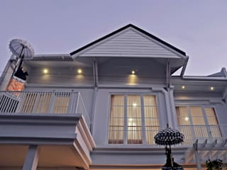 White House With The Blue Door Putri Bali Design (PBD) Balkon Kayu White