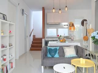 White House With The Blue Door Ruang Keluarga Gaya Mediteran Oleh Putri Bali Design (PBD) Mediteran