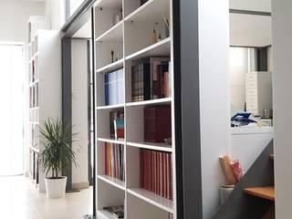 Projeto simples de Mezzanine Salas de estar ecléticas por Ana Maria Timóteo _ arquitecta Eclético