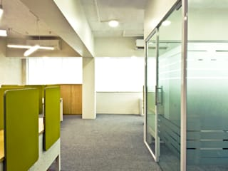 Office at Marine lines Minimalist offices & stores by Dhruva Samal & Associates Minimalist