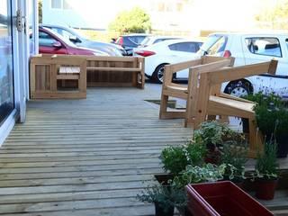 Diseño de terraza para Clientes Suzuval:  de estilo  por Assambler SpA, Moderno