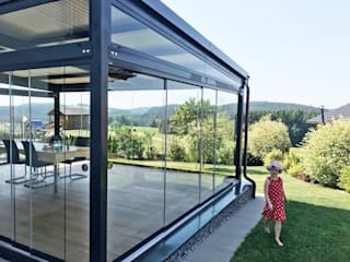 Jardines de invierno de estilo moderno de Schmidinger Wintergärten, Fenster & Verglasungen Moderno