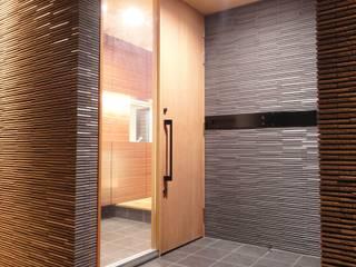 コートハウス オリジナルスタイルの 玄関&廊下&階段 の 岩泉建築設計スタジオ オリジナル